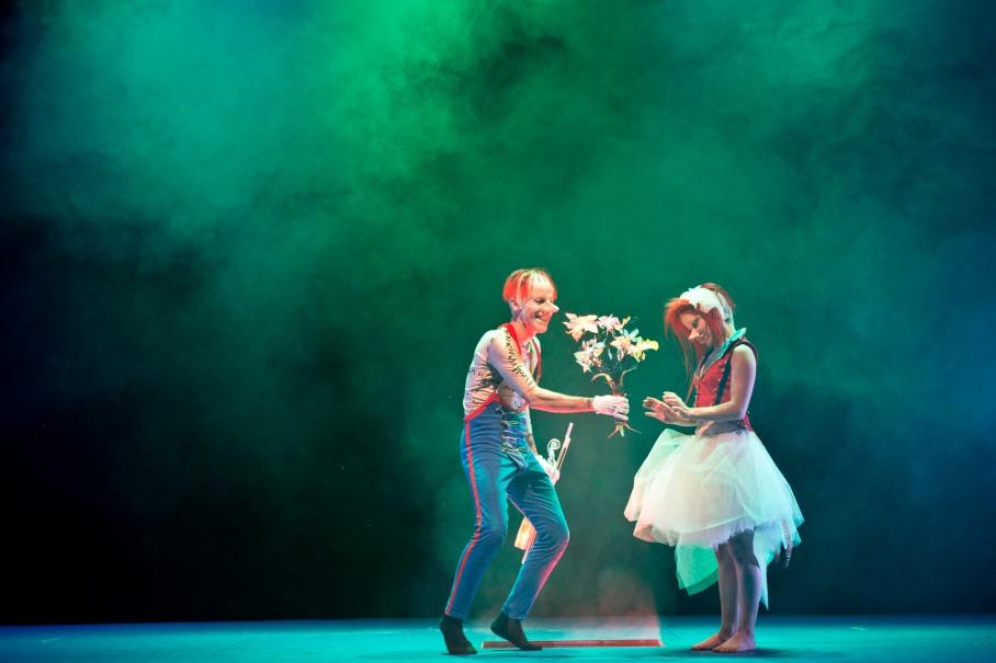 "Saison 2014-15  Theatre Amstramgram""Histoire du Soldat"" texte Ferdinand Ramuz musique Igor Stravinski Mise en scène Omar Porras"